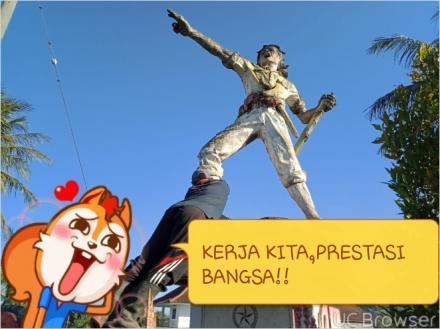 Pengecatan Monumen Tugu Pahlawan dalam Rangka Hari Kemerdekaan Republik Indonesia